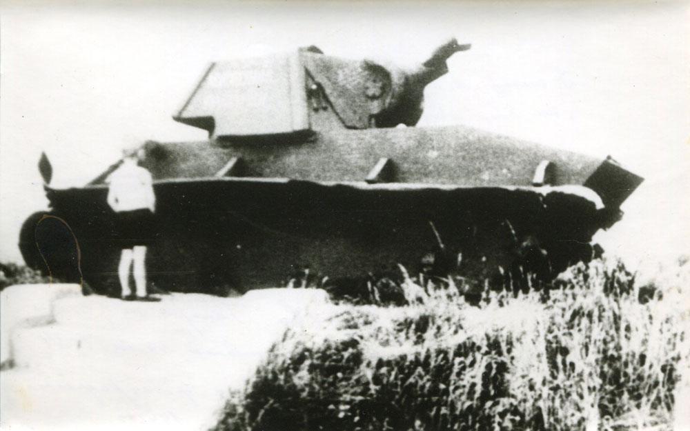 Танк у могилы